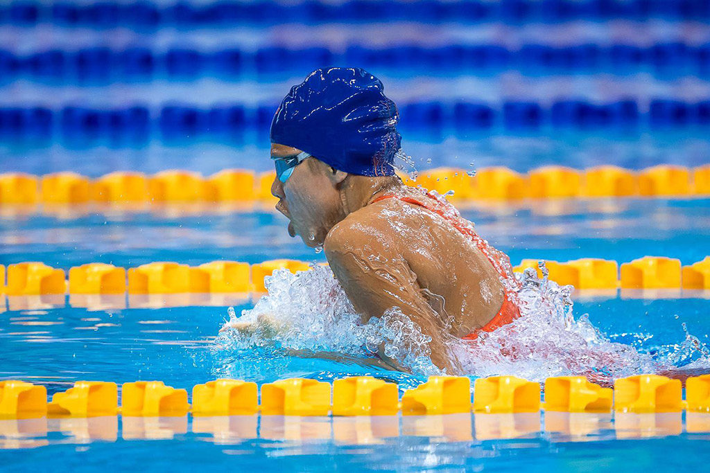 breaststroke female swimmer